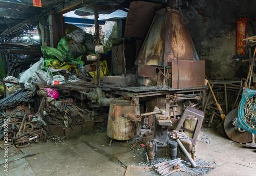 Foto Spatwand Oude verlaten gebouwen Junkyard