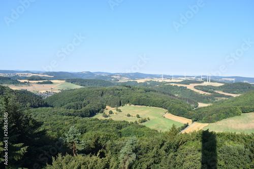 Foto Spatwand Blauwe hemel Eifellandschaft aus der Vogelperspektive, vom Gänsehalsturm