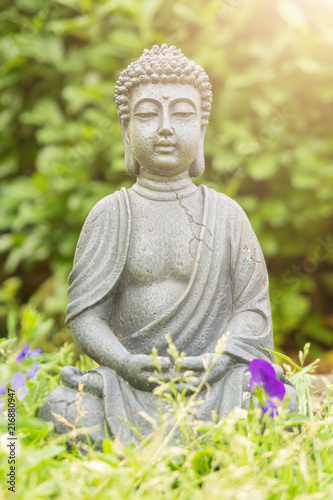 Foto Spatwand Boeddha peaceful buddha in green garden