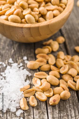 Foto Murales Salted roasted peanuts.