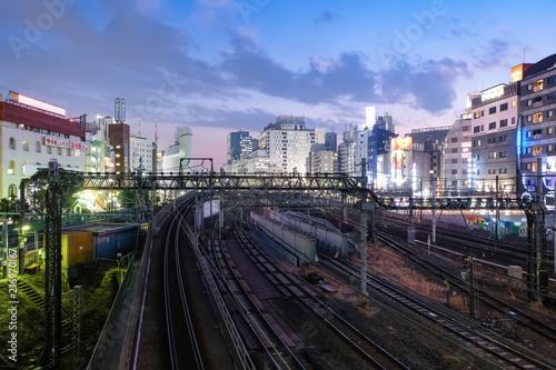 Fotobehang Tokio 池袋 線路と街並み 夜景