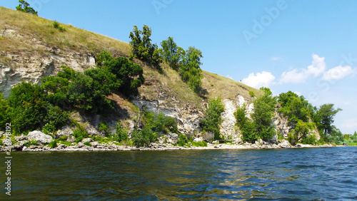 In de dag Bergrivier Rocky river Bank.Picturesque landscape.