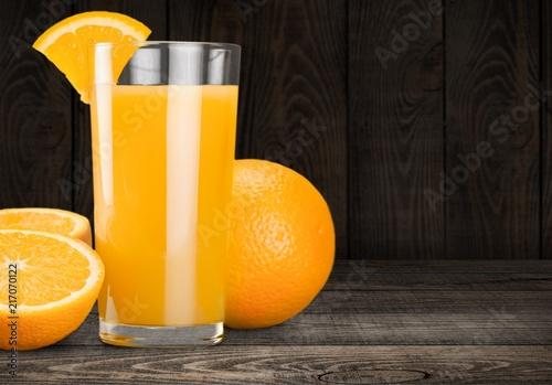 Canvas Sap Orange juice and slices of orange