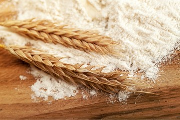 Wheat ears and flour © BillionPhotos.com