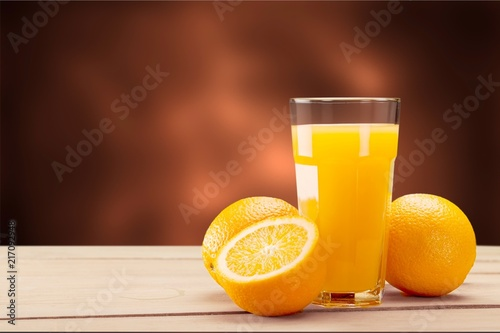 Leinwanddruck Bild Orange juice and slices of orange on