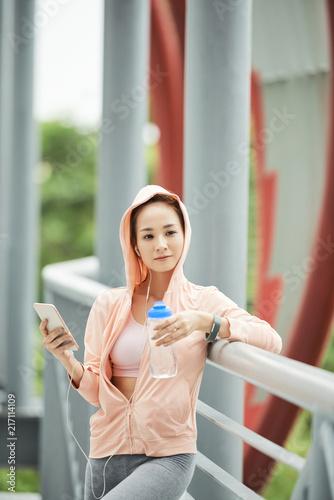 Foto Murales Pretty sporty woman