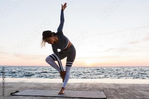 Leinwanddruck Bild Portrait of a attractive young woman doing yoga