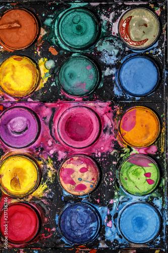 Kolorowa paleta wody