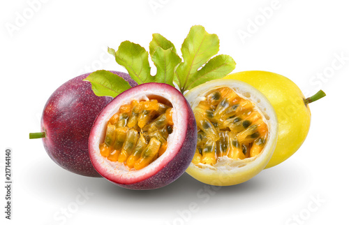 Foto Murales passion fruit with leaf on white background
