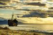 Quadro Rusty broken shipwreck on sea shore