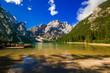 Leinwanddruck Bild - Magnifico panorama del famoso lago di Braies in Alto Adige