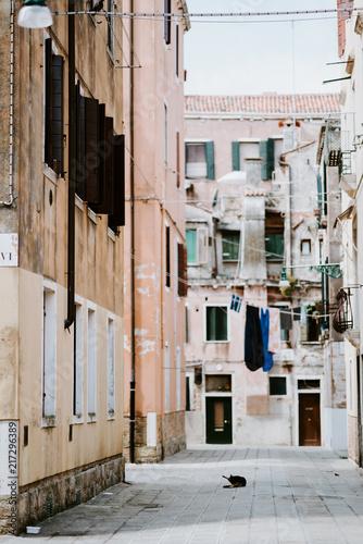 Aluminium Smalle straatjes Venice street scene