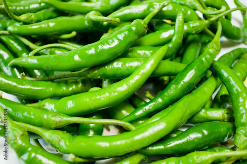 Foto Spatwand Hot chili peppers Green chili peppers background.