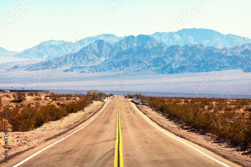 Foto Spatwand Route 66 View from the Route 66, Mojave Desert, Southern California, United States.