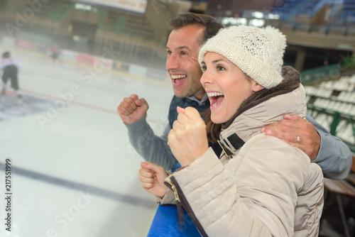 Foto Murales Supporters encouraging ice hockey team