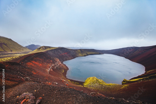 Canvas Blauwe hemel moon landscape with red crater in Iceland, Ljotipollur Lake in volcanic mountains of Landmannalaugar, beautiful scenic nature of highlands