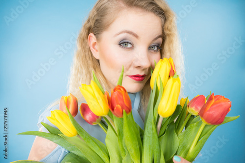 Foto Murales Pretty woman with red yellow tulips bunch