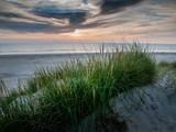 Sonnenuntergang an der Nordsee. Dünenlandschaft