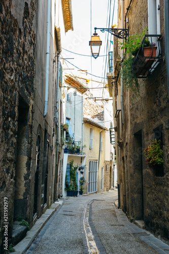 Foto Murales Narrow streets of the ancient town of Agde, southern France.