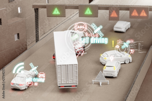 Verkehrsunfall mit selbstfahrenden Autos auf einer Kartonautobahn