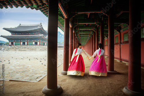 Aluminium Seoel Korean lady in Hanbok or Korea gress and walk in an ancient palace