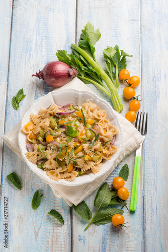 Foto Spatwand Vlinder butterfly pasta with mixed vegetables