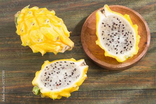Foto Murales Yellow pitaya or dragon fruit - Selenicereus megalanthus