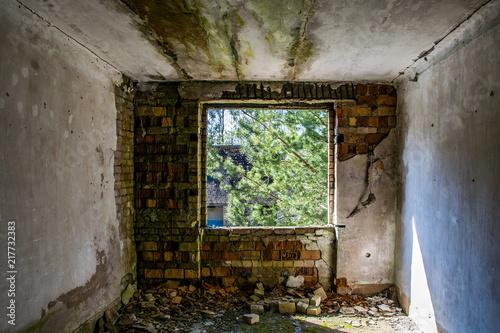 Foto Murales Fenster in altem Wohngebäude