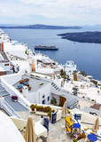 From the terraces of the hotels you have a nice view of the cruise ships that dock at Fira, Santorini, Grtiekenland