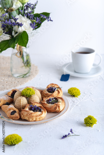 Foto Murales Delicious cookies on bright background