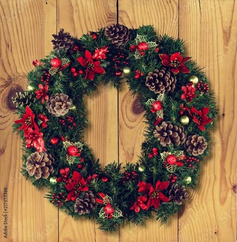 Leinwanddruck Bild Christmas decorative wreath of holly, mistletoe