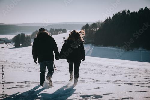 Foto Spatwand Strand Paar im Schnee