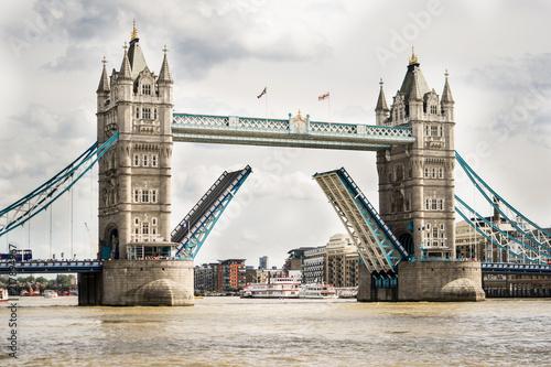 Plexiglas London Opening