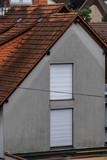 Feuchte Hauswand nach Regen - 217937961