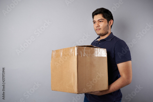 Foto Murales Delivery man with box