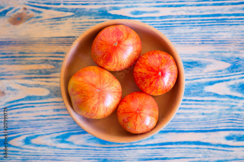 Foto Murales Red - yellow tomatoes on wooden background