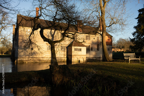 Foto Murales stateley home with moat england uk