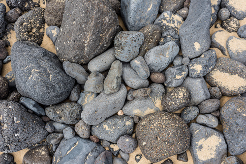 In de dag Stenen Rocks with sand on the beach