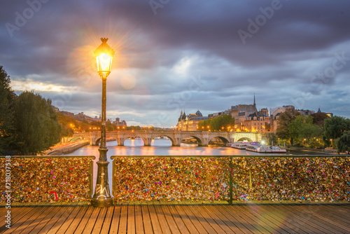 Fototapeta Paris - Pont des Arts first light