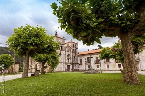 Vista de Cornellana y su monasterio de San Salvador