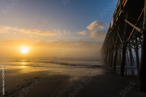 Canvas Zee zonsondergang Foggy Sunrise