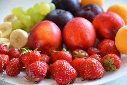 Foto Murales the fruit on the plate, fruit, food, apple, fresh, grape, orange healthy, grapes, fruits, ripe, green, red, isolated, plum, white, strawberry, juicy, diet, sweet, vegetable, cherry, yellow, tropical,