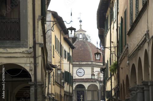 Fotobehang Toscane Poppi, Casentino, Toscana