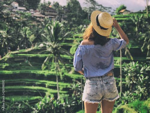 Fotobehang Bali Young woman looking at beautiful tegallalang rice terrace in Bali, Indonesia