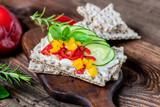 Diät - Frühstück - Gemüse - Brot - Brötchen - Knäckebrot - 218217569