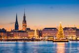 Skyline und Weihnachtsmarkt von Hamburg, Deutschland - 218315781