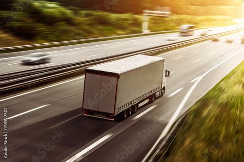 canvas print picture LKW fährt auf einer Autobahn