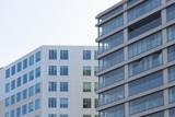 Facciate di due palazzi moderni a Amsterdam - 218804915