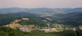 Widok z Czarnej Góry, masywu Śnieżnika w Sudetach w pobliżu Stronia Śląskiego na Dolnym Śląsku