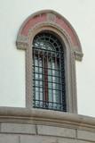 antica finestra con sbarre e volta,  europa
